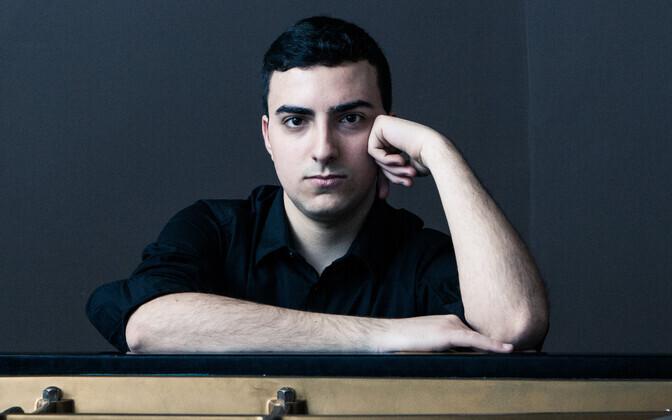 22-aastane pianist Alberto Ferro.