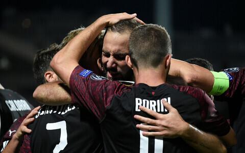 Gonzalo Higuain tähistamas väravat, mis tõi AC Milanile Euroopa liigas esimese võidu