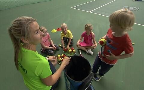 Lapsed tennisetrennis.