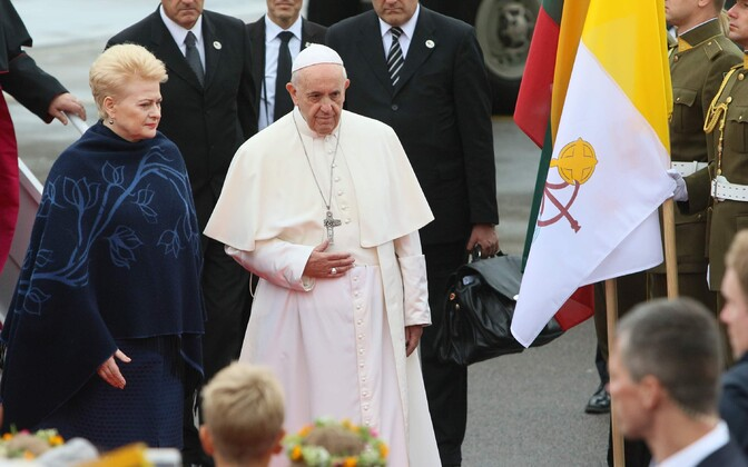 Pope Francis in Vilnius with Lithuanian President Dalia Grybauskaitė (left).
