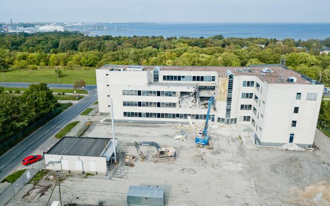 Сноса бывшего офиса EMT в Таллинне.