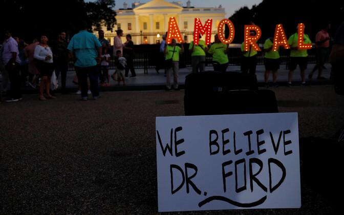 Kavanaugh' kandidatuuri (ning president Trumpi) vastased protestijad Valge Maja juures.