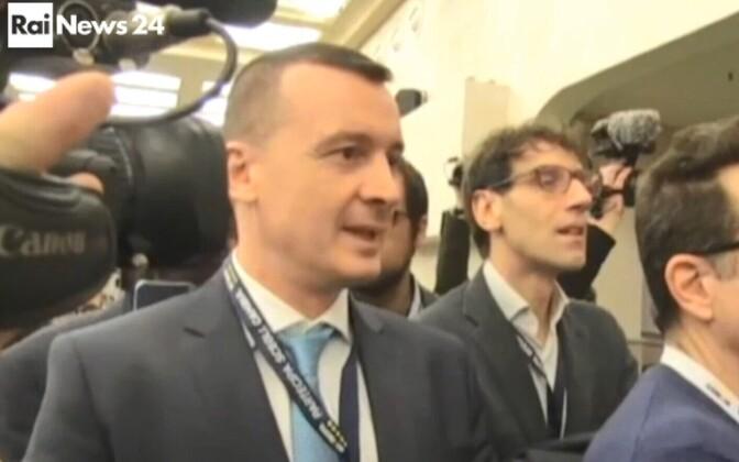 Rocco Casalino (vasakul).