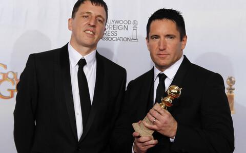 Trent Reznor (paremal) and Atticus Ross 68. Kuldgloobuste jagamisel 2011. aastal.