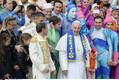 Paavst poseerimas tsirkuseartistidega Püha Peetruse väljakul Vatikanis. 2016