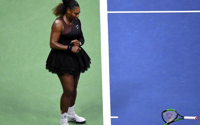 Serena Williams lõhkus US Openi finaalis reketi, millega kaasnes punktikaristus. Sealt edasi läks kõik allamäge.