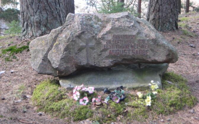 August Sabbe mälestuskivi Võhandu jõe ääres.