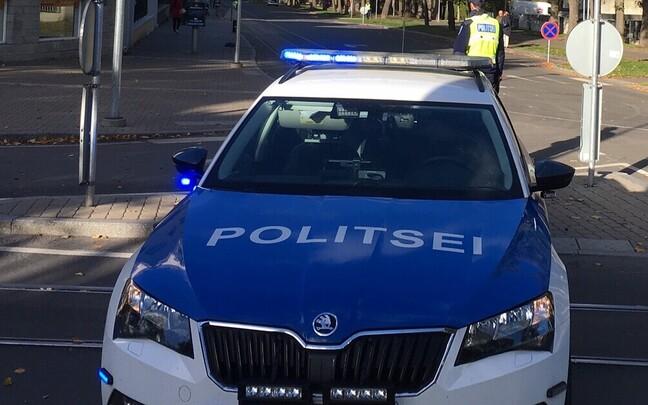 Полиция обеспечивает охрану на пути следования кортежа Папы.