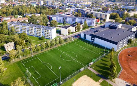 Uus kunstmuru jalgpalliväljak Haapsalu linnastaadionil
