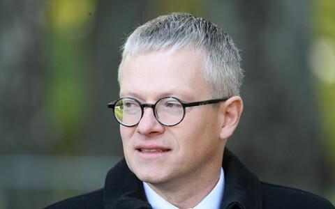 Minister of Public Administration Janek Mäggi (Centre)