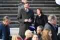 Rahvas koguneb Vabaduse väljakule missale, nende seas ka Tallinna linnapea Taavi Aas ja haridusminister Mailis Reps