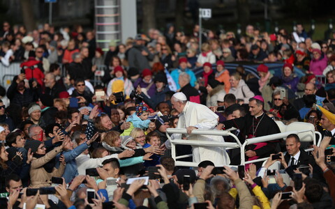 Pope Francis arrives at Freedom Square ahead of Holy Mass. 25 September 2018.