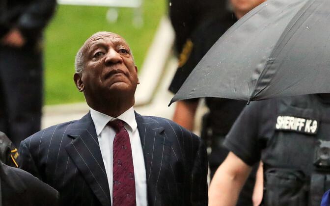 Bill Cosby kohtumaja juures.
