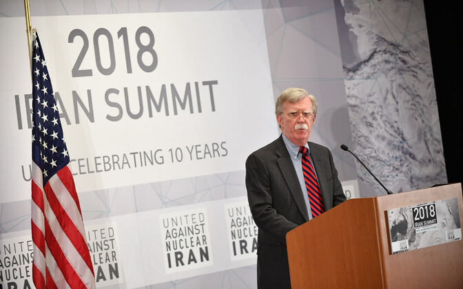 John Bolton Iraani-teemalisel konverentsil.