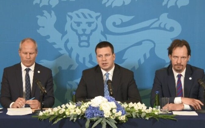 Minister of Finance Toomas Tõniste (Pro Patria), Prime Minister Jüri Ratas (Centre) and Minister of Culture Indrek Saar (SDE) introducing the newly approved 2019 state budget.