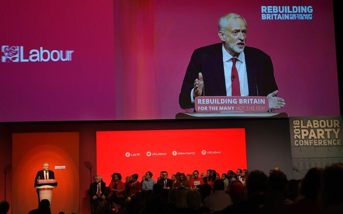 Jeremy Corbyn Tööpartei kongressil kõnet pidamas.