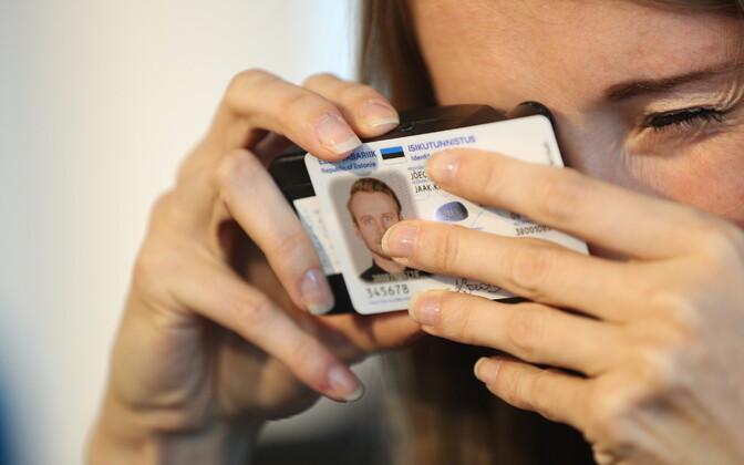 Презентация новых ID-карт.