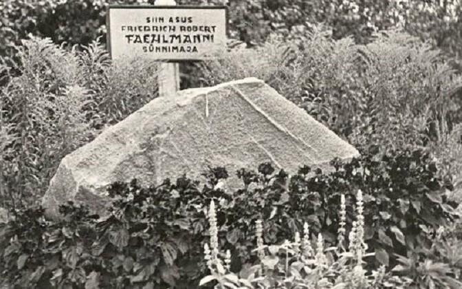 Monument Faehlmanni sünnimajale.