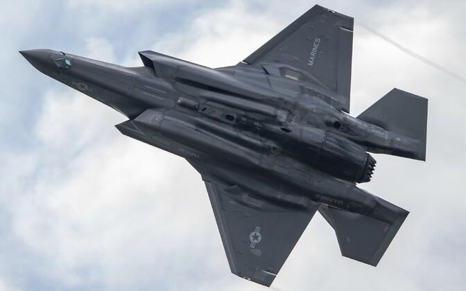 Истребитель-бомбардировщик пятого поколения F-35B.