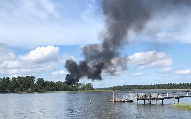 Suitsusammas F-35 allkukkumiskohas Lõuna-Carolinas.