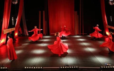 """Teatri NO99 lavastus """"Revolutsioon""""."""