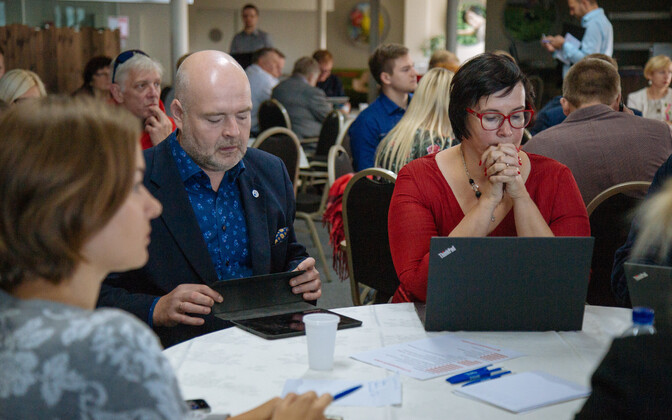 Андрес Анвельт и Катри Райк на совете уполномоченных Социал-демократической партии.