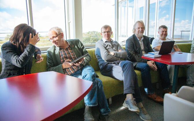 Meelis Luht (keskel) Sotsiaaldemokraatide volikogul.
