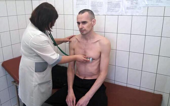 Олег Сенцов на обследовании в больнице.