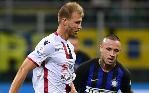 Ragnar Klavan (Cagliari) ja Radja Nainggolan (Inter)