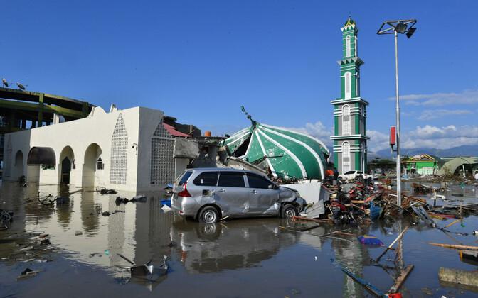 Землетрясения и цунами в Индонезии