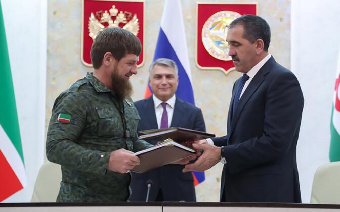 26 сентября главы Ингушетии и Чечни Юнус-Бек Евкуров и Рамзан Кадыров подписали соглашение о закреплении административной границы между регионами, которая не была четко установлена со времен распада Чечено-Ингушской АССР в 1991 году.