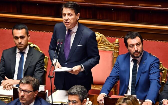 Itaalia peaminister Giuseppe Conte (keskel) ning asepeaministrid Luigi Di Maio (vasakul) ja Matteo Salvini.