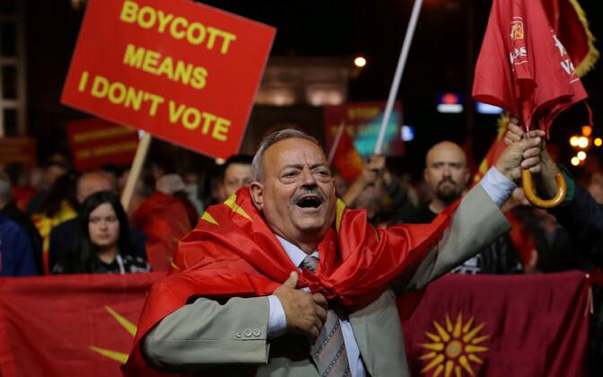 Referendumi boikoteerimist nõudnud meeleavaldajad.