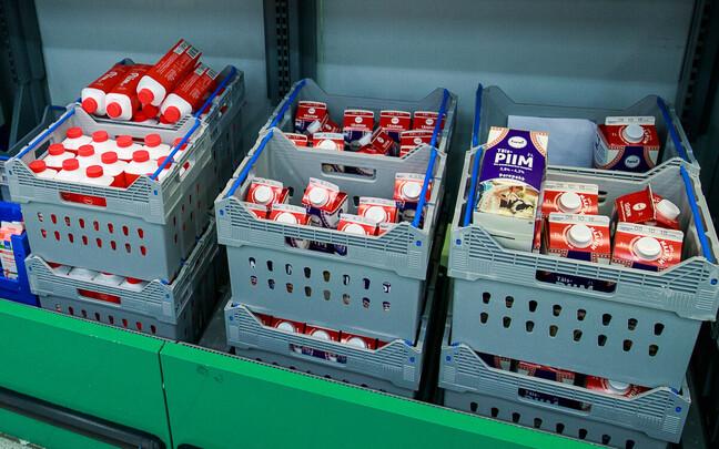 Отдел молочных продуктов в магазине Prisma.