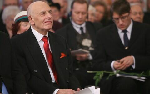Mats Traat 1. detsembril 2010 toimunud rahvusülikooli 91. aastapäeva aktusel.