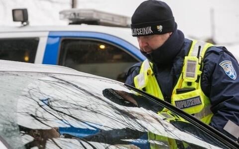 Помощник полицейского во время операции