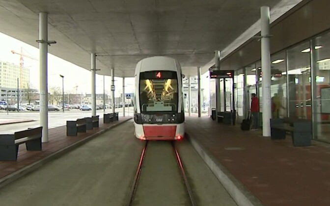 Трамвай в Таллиннском аэропорту.