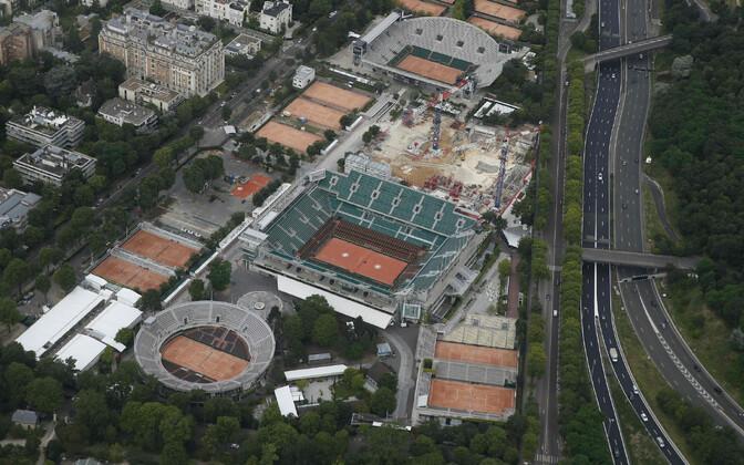 Roland Garrosi tennisekeskusese remont, fotol olevast ehitustandrist sündisid uus 7. ja 9. väljak. Uus n-ö kasvuhooneväljak kerkis vasakusse alla nurka.