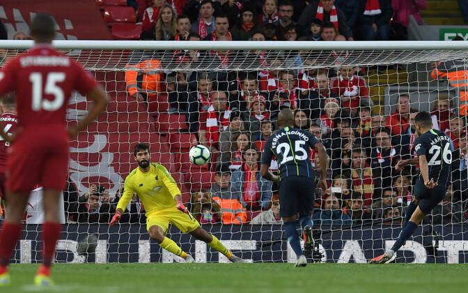 Riyad Mahrez penaltit löömas