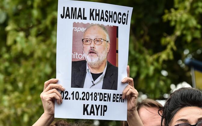 Meeleavaldajad Istanbulis Saudi Araabia konsulaadi ees.