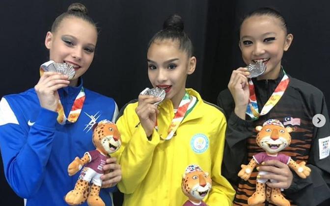 Аделина Беляева (слева) стала серебряной медалисткой.