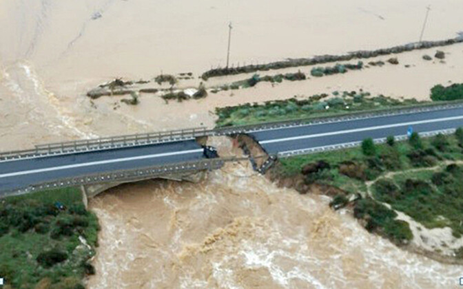 Обрушение моста на Сардинии.