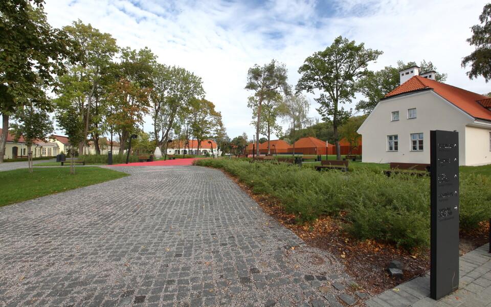 Maarjamäe lossi väliala, filmimuuseum ja hoidlahoone