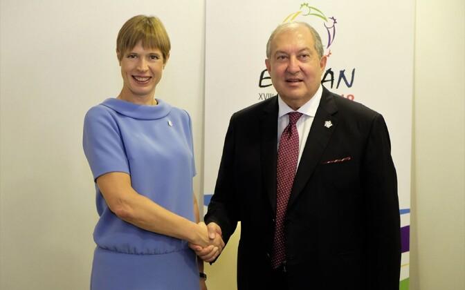 Armeenias töövisiidil viibiv president Kersti Kaljulaid kohtus Jerevanis Armeenia presidendi Armen Sarkissianiga.