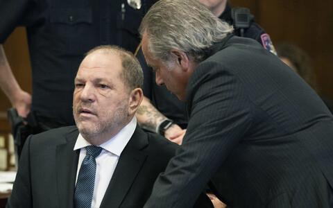 Harvey Weinstein koos advokaat Benjamin Brafmaniga kohtus.