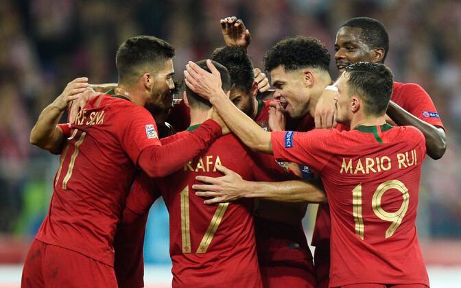 Portugali jalgpallikoondislased rõõmustamas