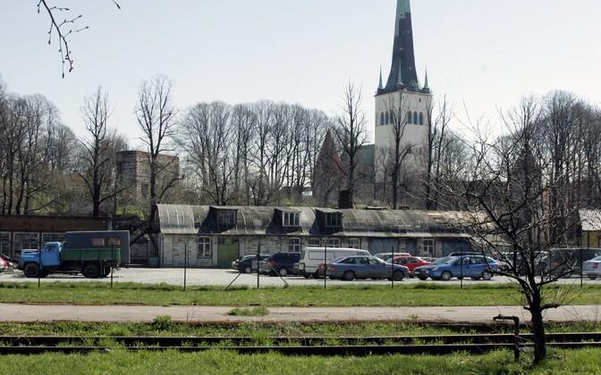 Eesti Raudteele kuuluv kinnistu Tallinnas Skoone bastioni ja trammitee vahel.
