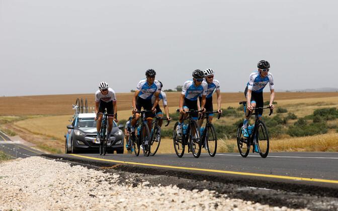 Israel Cycling Academy ratturid Iisraeli teedel treenimas.