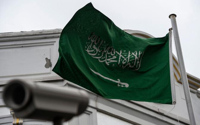 Saudi Araabia lipp Istanbuli konsulaadi hoonel.