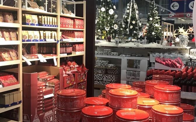 Jõulukaupade väljapanek Espoo IKEA kaupluses Soomes.
